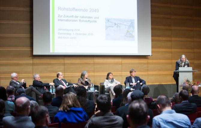 Die  2010er Jahre: Transdisziplinär, visionär – und nicht minder kritisch
